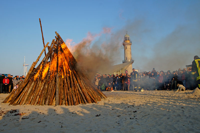 Osterfeuer Warnemünde