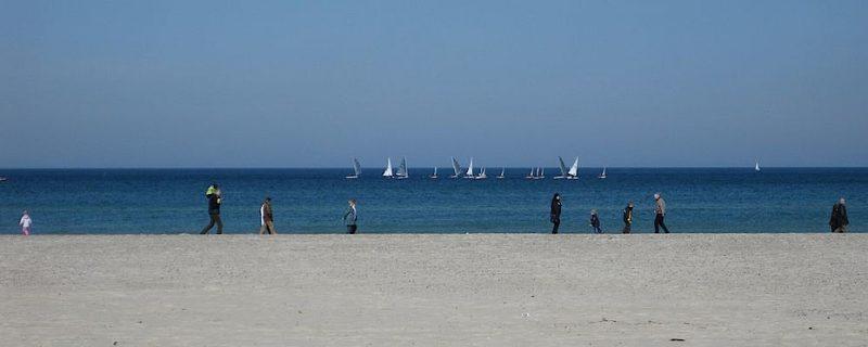Beim Rostock Urlaub sollten Sie auch einen Blick auf den Strand in Warnemünde werfen.