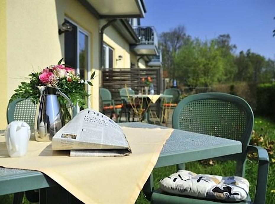 Blick auf die Terrasse einer unserer Ferienwohnungen