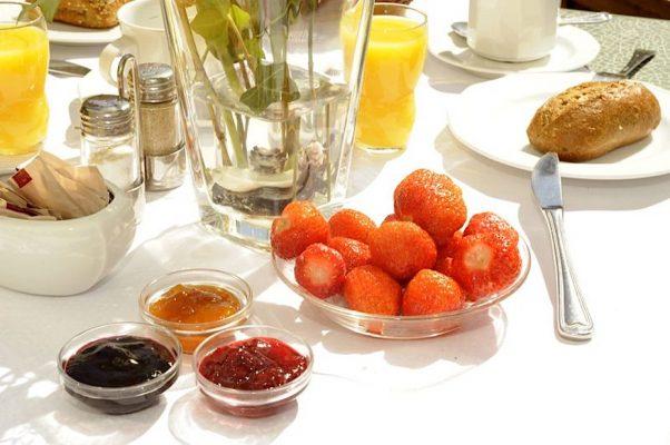 Essen & Trinken im Hotel Susewind / Zum Frühstück gibt es im Hotel Susewind frisches Obst und hausgemachte Marmeladen.